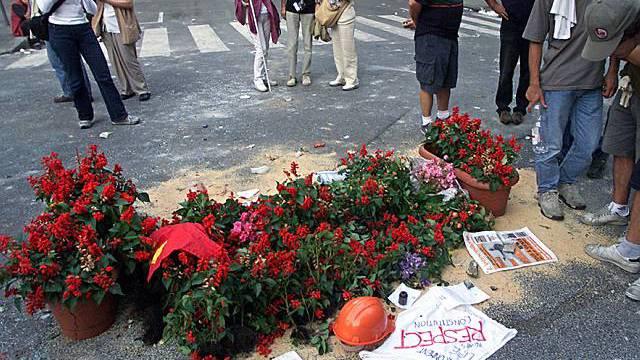 Blumen erinnern an den getöteten Demonstranten