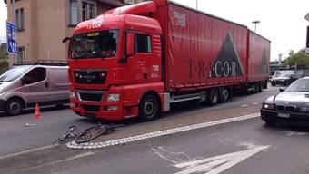 Einer der bis zu zwei tödlichen Unfälle pro Jahr: Am 13. Mai 2014 starb nach einer Kollision mit einem LKW ein Velofahrer. (Archiv)
