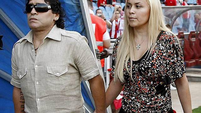 Maradona mit seiner Lebenspartnerin (Archiv)