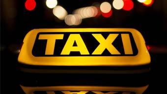 Während einer nächtlichen Fahrt von Basel nach Olten stach der Angeklagte auf den Taxifahrer ein.Symbolbild