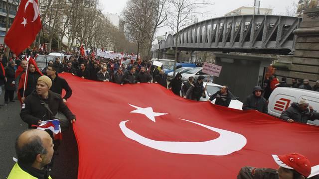 Rund 15'000 Türken haben in Paris gegen angebliche Türkenphobie demonstriert