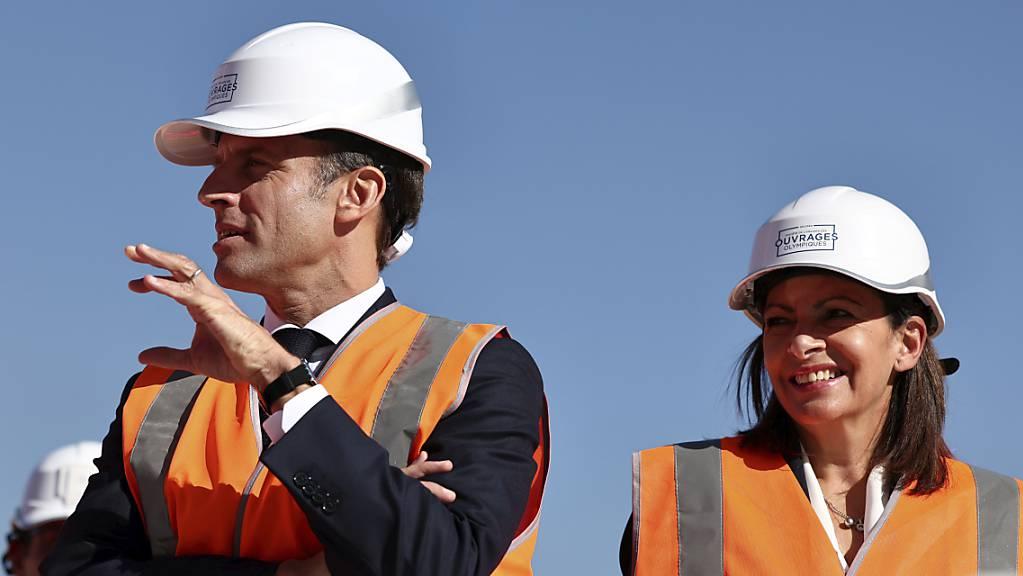 Pariser Bürgermeisterin Anne Hidalgo an der Seite von Frankreichs Präsident Emmanuel Macron. Foto: Sarah Meyssonnier/Reuters POOL/AP/dpa