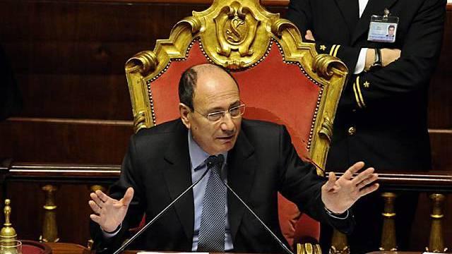 Senatssprecher Renato Schifani bei der Abstimmung über die umstrittene Reform