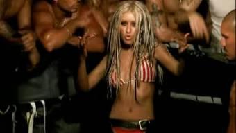 """Christina Aguilera fürchtet den Moment, wenn ihre Kinder frühe, freizügige Videos von ihr - wie hier """"Dirrty"""" - sehen. Sie könnte verstehen, wenn sie das verurteilen würden. (Screenshot)"""
