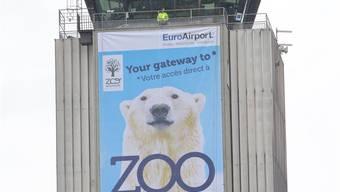Das neue Werbebanner am Euro-Airport.