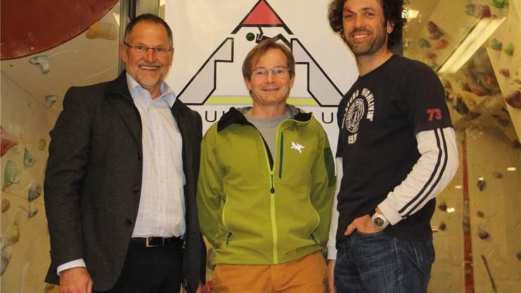 SAC-Präsident Heinz Frei, Roland Jakob und Christoph Hörmann (v. l.) vor dem Boulderraum.