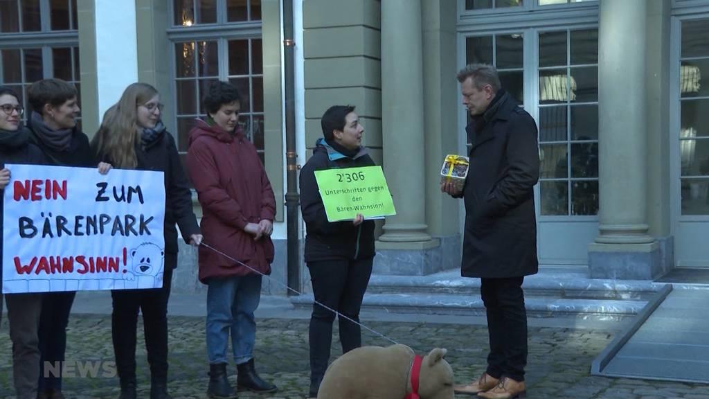 Petition gegen Erweiterung vom Bärenpark übergeben