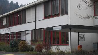 Bezirksschulhaus in Gränichen wird wohl bald leer stehen. kob
