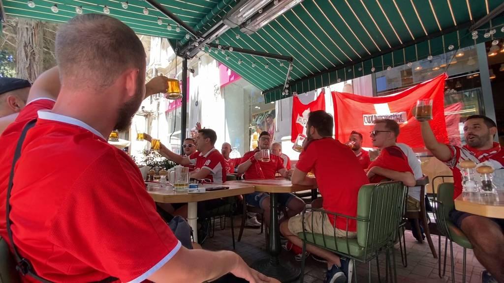 Feuchtfröhlich und laut: So stimmen sich Schweizer Fans in Baku auf EM-Spiel ein