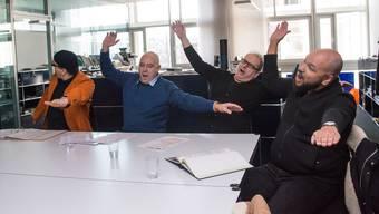 Ein anonymes Team schreibt die Rahmenstücke – sie spielen diese auf der Bühne: Skelt!, Andrea Bettini, Hugo Buser und Patrick Gusset (v.l.).