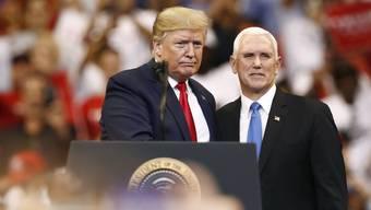 US-Präsident Donald Trump mit Vize-Präsident Mike Pence.