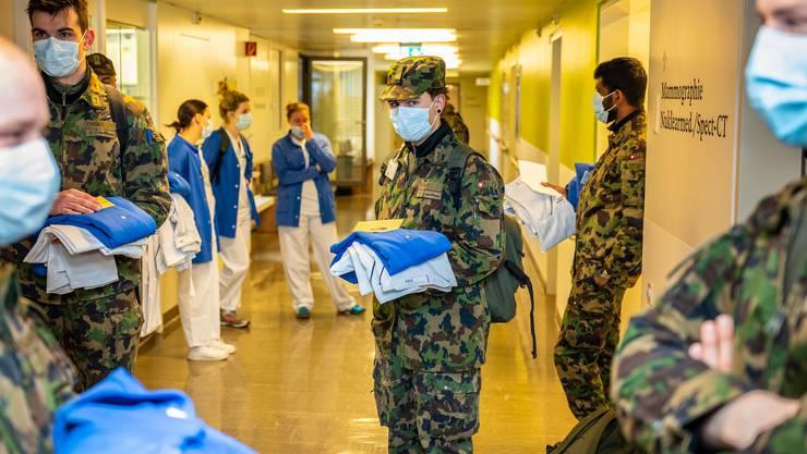 Bereits in der ersten Welle setzte der Bundesrat Armeeangehörige zur Unterstützung des Gesundheitswesens ein. Hier im Bruderholz, dem Kantonsspital Baselland.