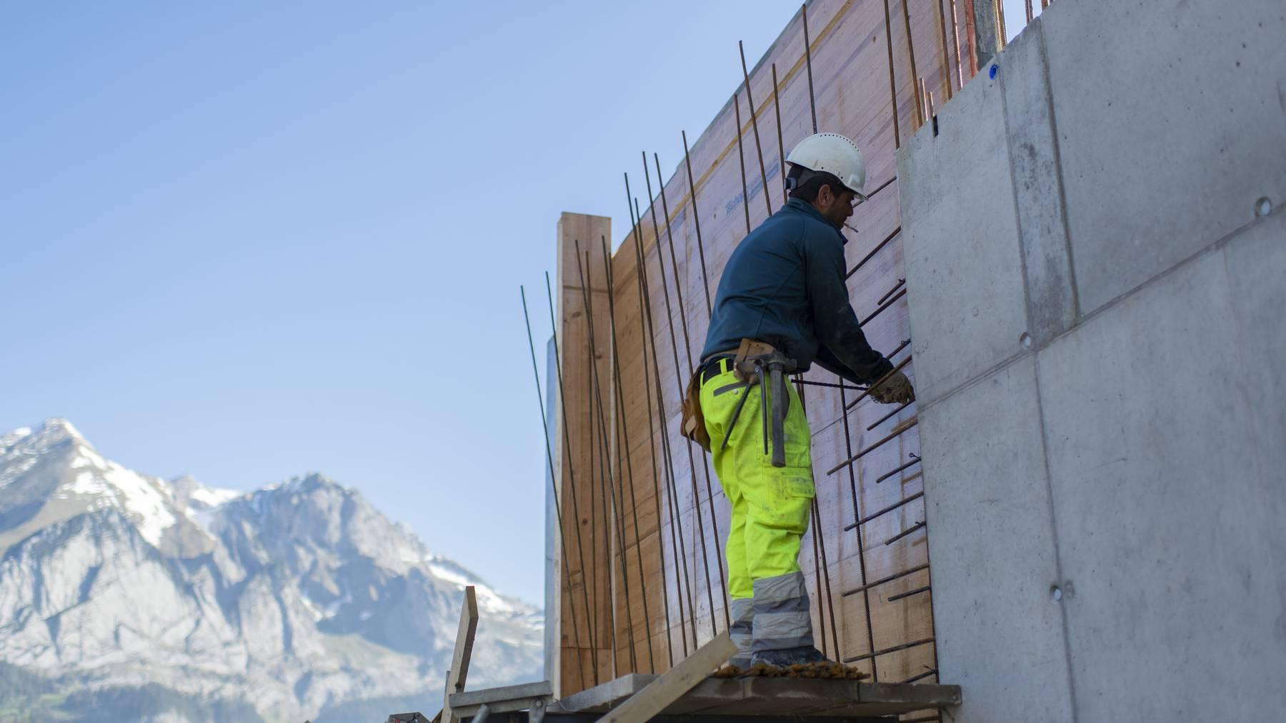 Mit der Revision will der Bundesrat auf Baustellen einheitliche Vorgaben durchsetzen.