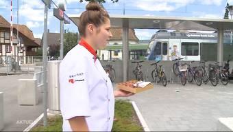 Tanja Probst arbeitet in der Bäckerei Zulauf in Roggwil. Die 25-Jährige schloss ihre Lehre als Konditorin-Confiseurin auch dank ihren Pralinés mit der Note 6 ab. Wie kommt ihr sagenumwobenes Konfekt bei Test-Essenden auf der Strasse an?