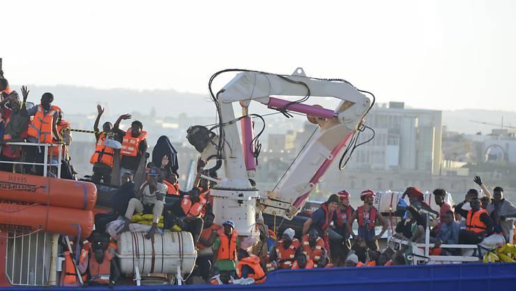 14 Staaten wollen eine Übergangsregelung unterstützen, die verhindern soll, dass Schiffe mit Migranten weiterhin Spielball von unterschiedlichen politischen Interessen in Europa sind. (Archivbild)