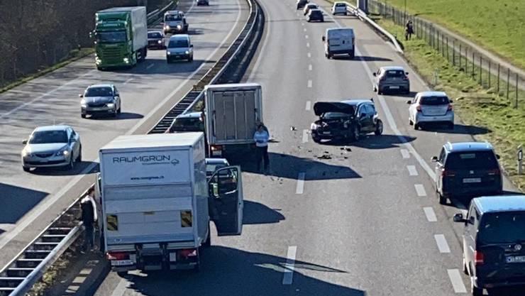 Unfall auf der A1 im Feierabendverkehr.