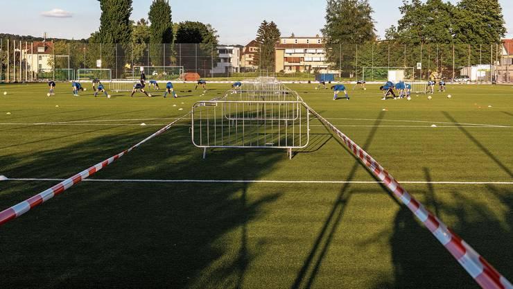 Die B-Juniorinnen trainierten am Mittwochabend als erstes Team auf dem Zelgli-Rasen.