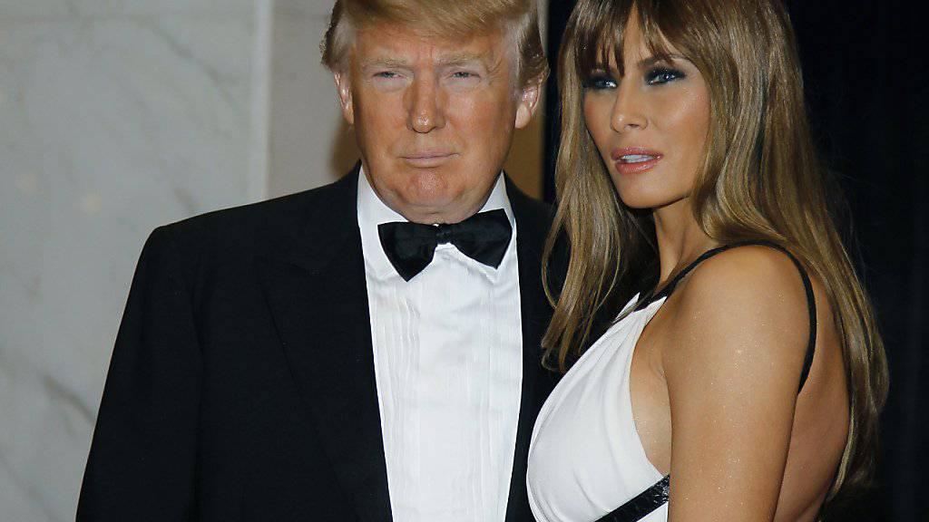 2011 nahm er noch teil: Der amtierende US-Präsident Donald Trump mit seiner Frau Melania beim Galadinner der Korrespondenten des Weissen Hauses in Washington. (Archivbild)