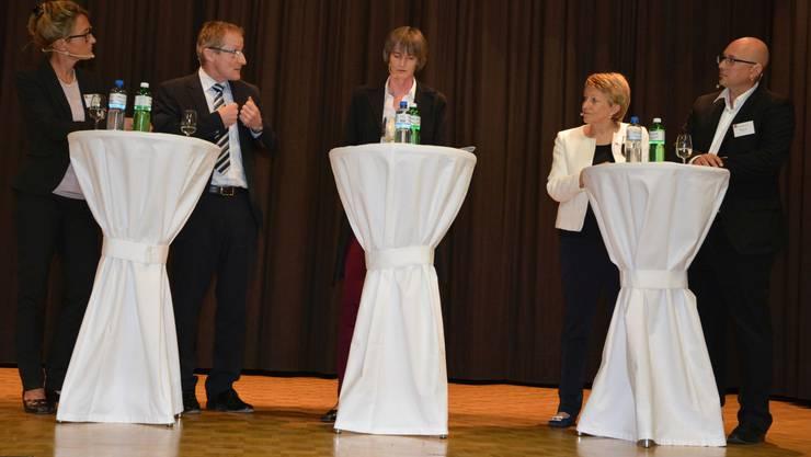 Regierungsrätin Susanne Hochuli, Matthias Pohl (Novartis Stein), Moderatorin Mirjam Jauslin, Regula Ruetz (Metrobasel) und Raphael Jehle (Jehle AG Etzgen).