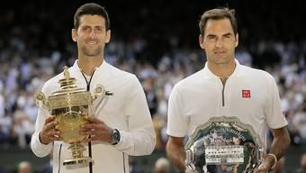Roger Federer (rechts) und der Sieger Novak Djokovic lieferten sich einen epischen Wimbledon-Final