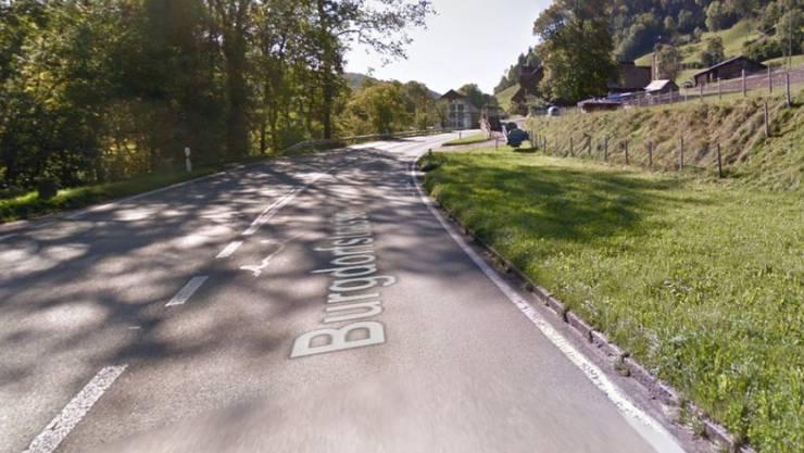 Im Gebiet Schlupf bei Oberdiessbach ist es am Freitag zu einem Verkehrsunfall mit drei Fahrzeugen gekommen. Vier Personen wurden dabei verletzt.