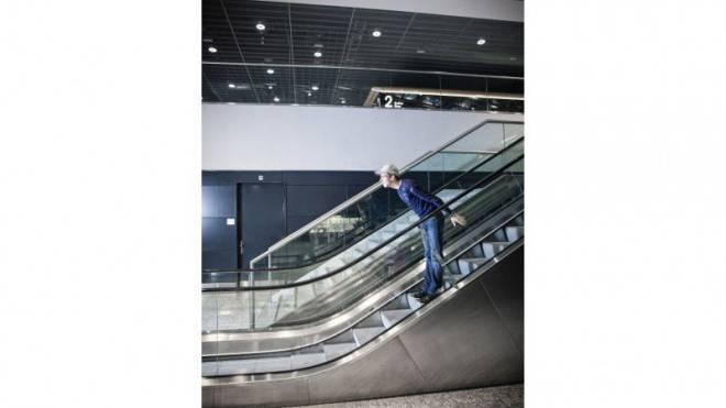 Nur Fliegen ist schöner: Skispringer Simon Ammann am Flughafen Zürich. Foto: Tanja Demarmels