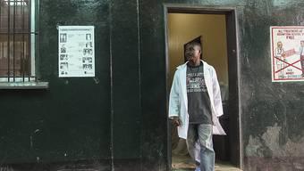 Krankenpfleger in der liberianischen Hauptstadt Monrovia: Das Land ist Ebolafrei (Archivbild).