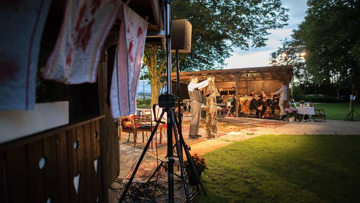 Bühne Burgäschi führt in Oekingen das Stück «Bezauberndes Fräulein» auf.