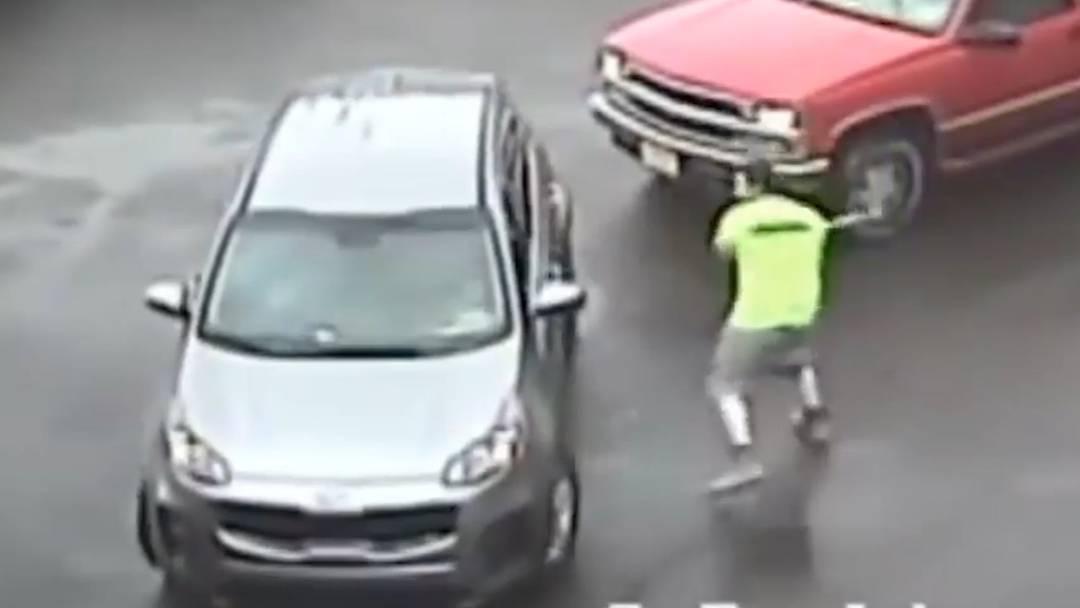 Angriff mit Vorschlaghammer: Polizei fahndet mit brutalem Video
