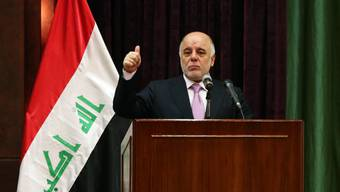 Iraks Regierungschef Haidar al-Abadi reagiert auf die Massenproteste in seinem Land und reduziert sein Kabinett um ein Drittel. (Archiv)