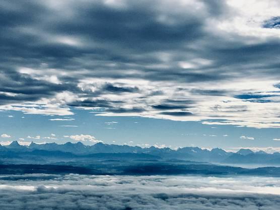 Röti Flue, Rüttenen Mit Blick auf die schönen Alpen