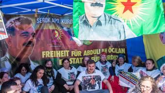 Kurden demonstrieren auf dem Basler Claraplatz. Nicole Nars-Zimmer