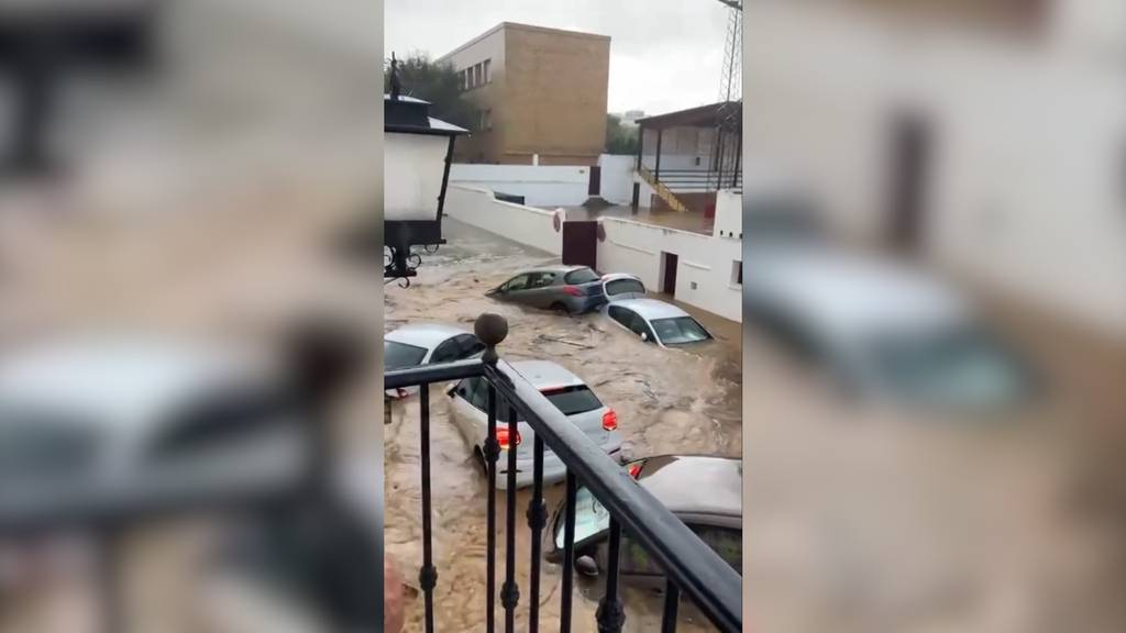 Strassen geflutet und Autos unter Wasser: Schwere Überschwemmungen in Spanien