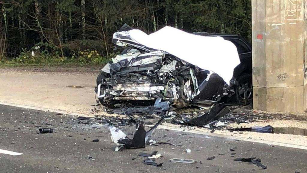 Der Autolenker wurde bei der Frontalkollision mit dem SBB-Brückenpfeiler in Wohlenschwil AG tödlich verletzt.