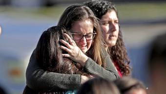 Nach den jüngsten tödlichen Schiessereien an Oberstufen-Schulen in Florida (Bild) und Texas, will man sich offenbar auch an Primarschulen auf diese Schreckensszenarien vorbereiten.