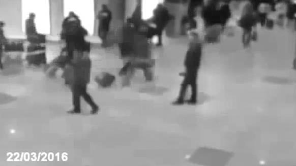 «Moment der Bombenexplosion am Brüsseler Flughafen»: Eine der vielen Kopien des falschen Videos auf Youtube.