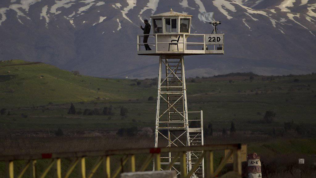 Uno-Friedenssoldat auf einem Wachturm zwischen Syrien und den von Israel kontrollierten Golan-Höhen. (Archivbild)