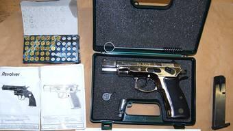 Alle entdeckten Gegenstände wurden sichergestellt und zwecks Aufbewahrung für die Staatsanwaltschaft an die Fachstelle Sicherheitsdienste, Waffen und Sprengmittel (SIWAS) der Kantonspolizei Aargau weitergeleitet.