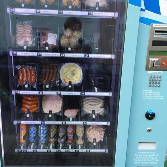 Knödel-Automat: Auch dieses Exemplar verkauft Lebensmittel, die wir nicht aus dem Automaten kennen: Knödel und Kartoffelsalat.