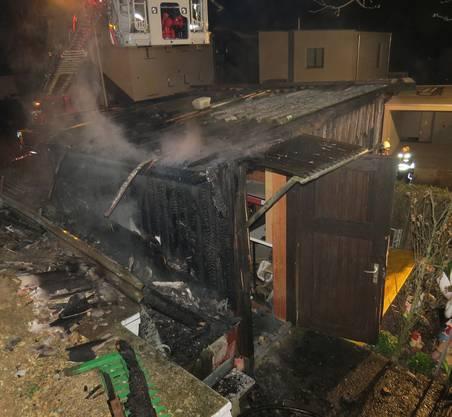 Frick AG, 28. März: Ein Gartenhaus gerät nachts in Brand. Verletzt wird niemand. Die Brandursache ist unklar, die Polizei sucht Zeugen.