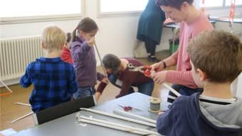 Im gestrigen Kurs im Kunstraum Baden füllten die Kinder die leeren Räume mit Architekturen aus Papier.cla