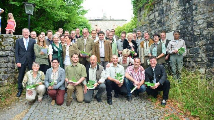 Auf dem Bild sind alle Jungjägerinnen und Jungjäger Mit RR Attiger und Christoph Fischer. 47.jpg