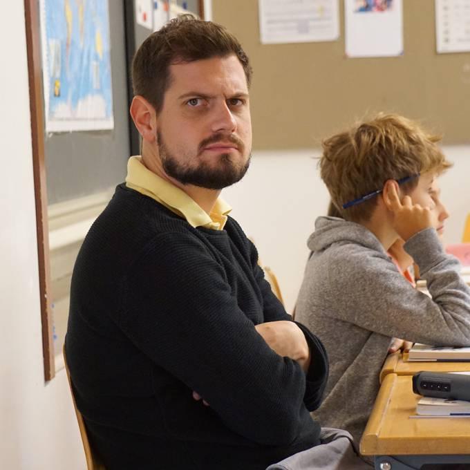 Dominik lernt seinen Klassenlehrer kennen