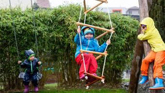 Kinder spielen nach den allermeisten Studien  keine Rollge bei der Übertragung des Coronavirus..