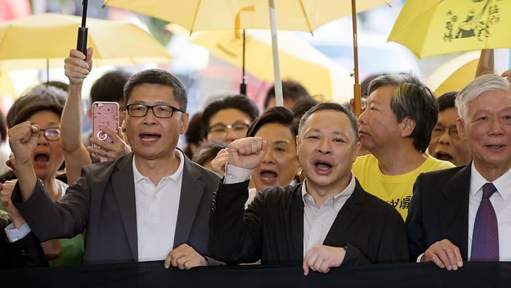 Aktivisten der Demokratiebewegung in Hongkong auf dem Weg zum Gerichtsgebäude.