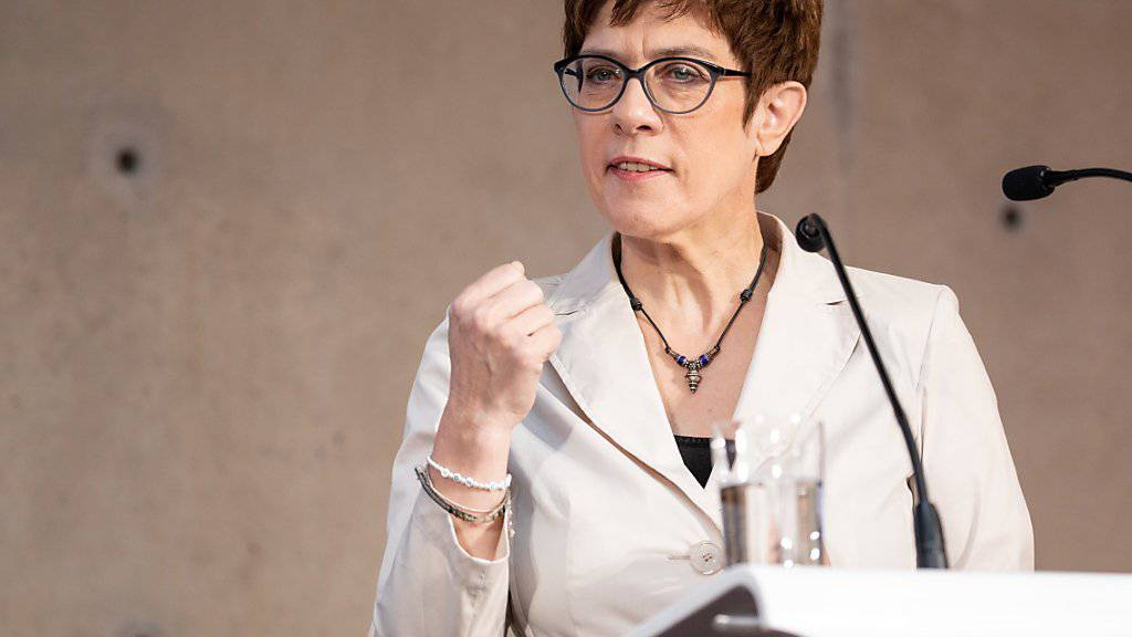 CDU-Chefin Annegret Kramp-Karrenbauer kann sich nicht vorstellen, dass ihre Partei und die rechtspopulistische AfD jemals koalieren. Sie will ein Kooperationsverbot in der Partei verankern lassen. (Archivbild)