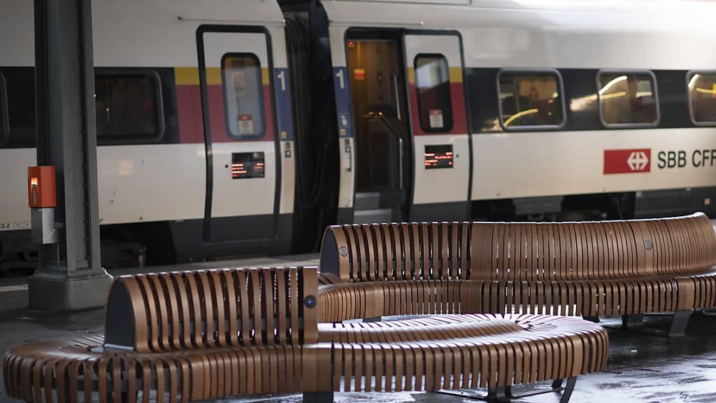 Leere Bahnhöfe in der Schweiz: Am Donnerstag ist auf den Schweizer Schienen der letzte Schritt der Fahrplanausdünnung wegen der Corona-Krise umgesetzt worden.