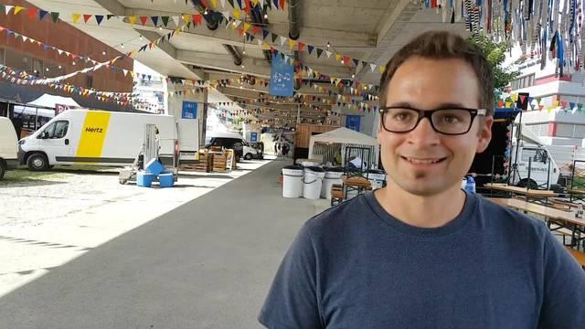 Chrigu Stuber vom Organisationskomitee des Streetfood Festival Solothurn hat sich kurz vor dem Start noch nicht entschieden, welches Essen er zuerst probieren möchte.