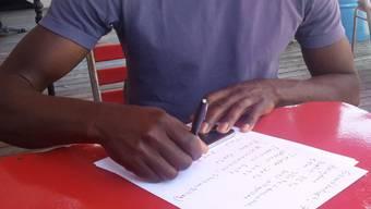 Amadou rechnet für aus, wie viel Geld er monatlich ausgibt