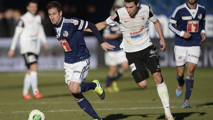 Thiesson duellierte sich mit dem FC Luzern einige Male mit seinem künftigen Arbeitgeber FC Aarau (rechts Artur Ionita)